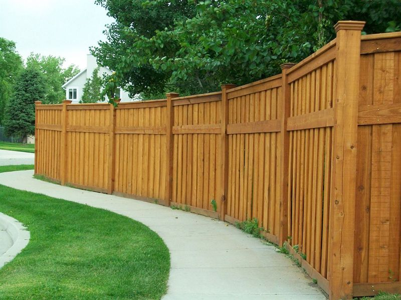 сплошной деревянный забор