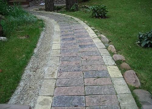 классическая дорожка в саду