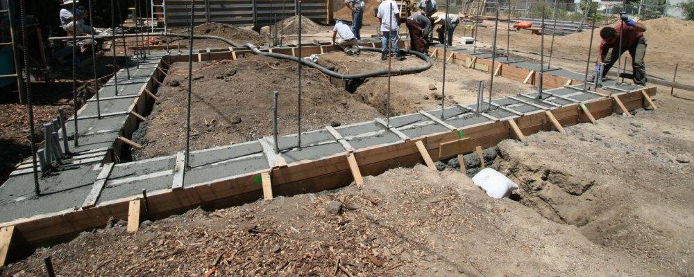 заливка ленточного фундамента под каркасный дом