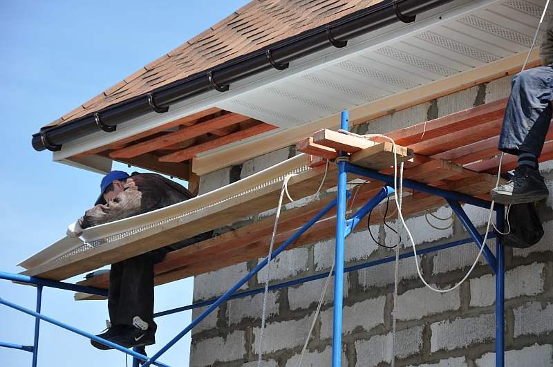 Планка для ровного направления подшивки крыши