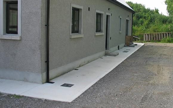 готовая бетонная отмостка вокруг дома