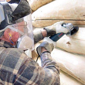 снятие болгаркой верхнего слоя с бруса или сруба