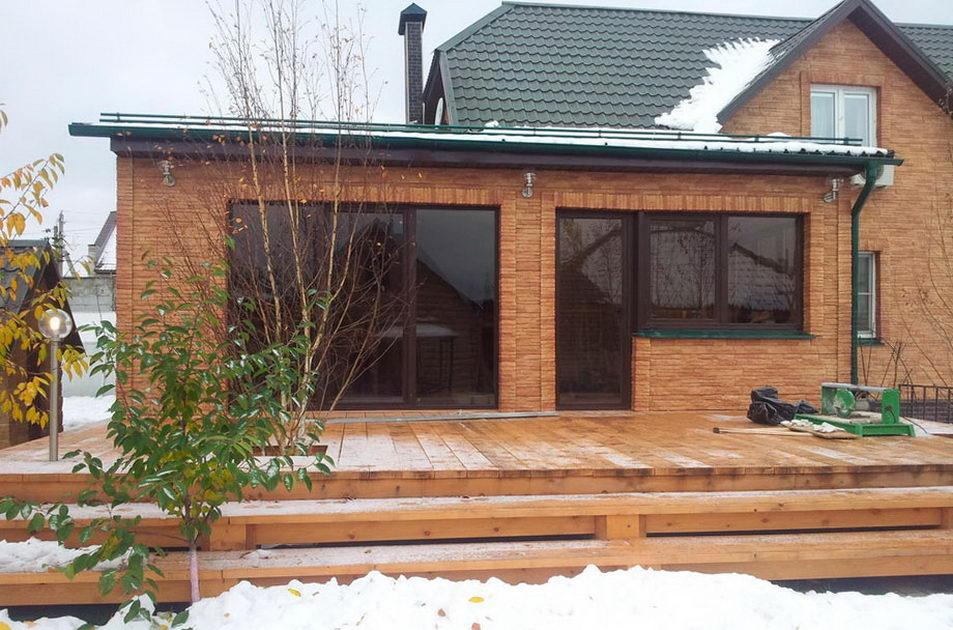 Пристройка к деревянному дому обложенному камнем
