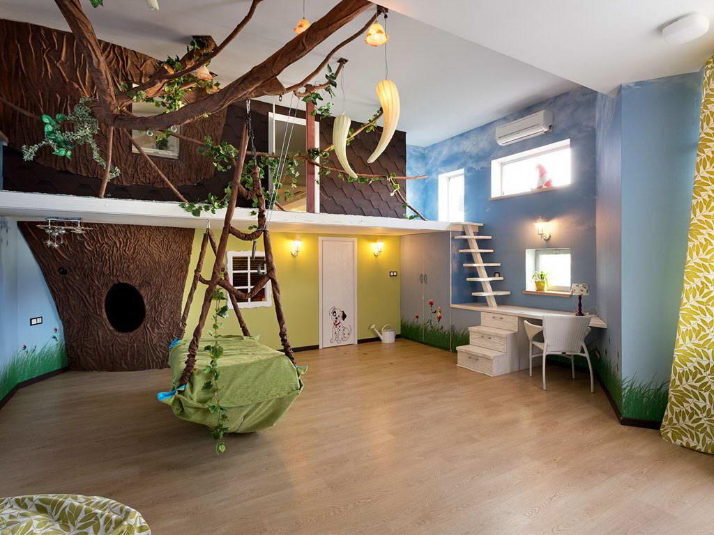 детская комната с разными видами стеновых покрытий