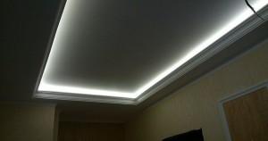 Белая подсветка потолка