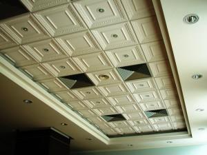 Гипсовый потолок в биллиардной
