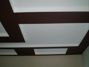Покраска двухуровневого потолка