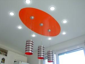 Точечные светильники для натяжного потолка на кухне