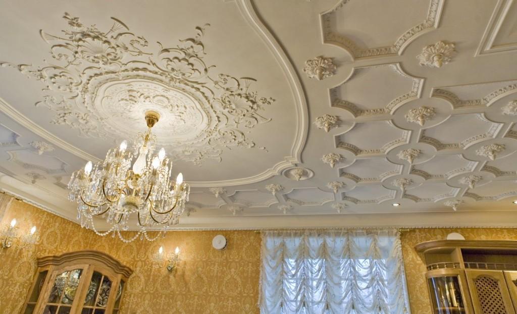 лепнина на потолке из полиуретана