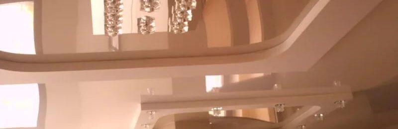 Виды и оттенки бежевых натяжных потолков