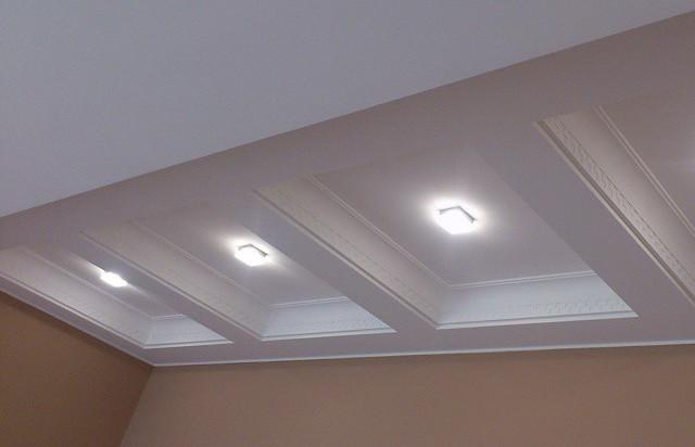 комбинированный потолок в коридоре