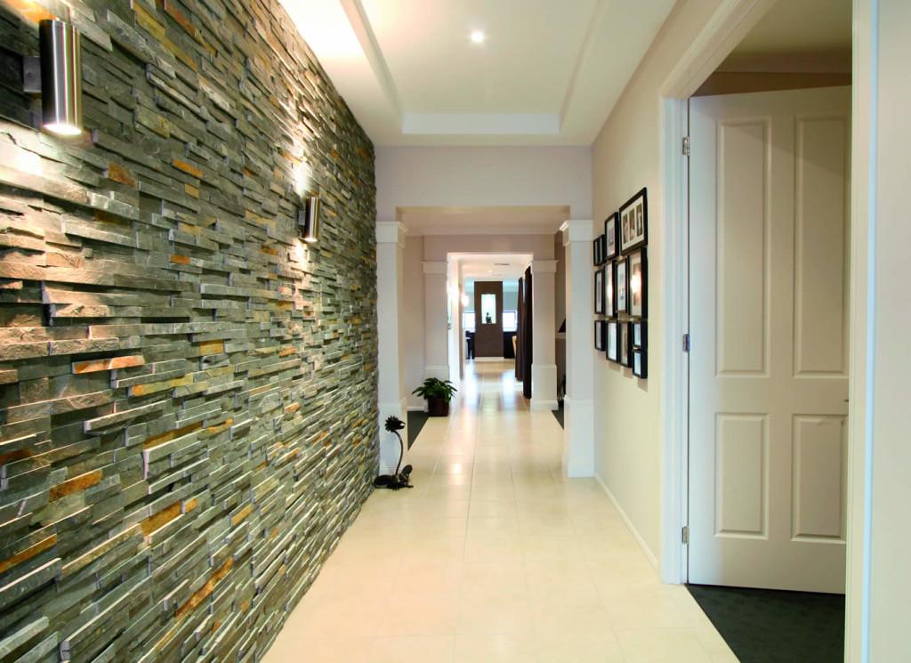 вариант отделки потолка в коридоре