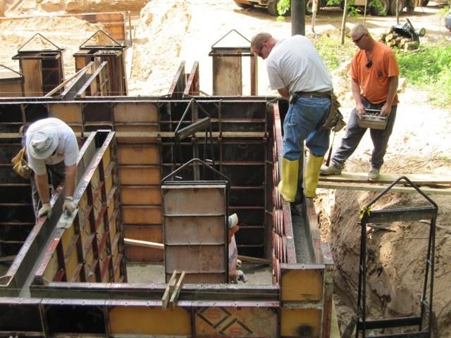 Этап 2 - формирование стен - заливка опалубки