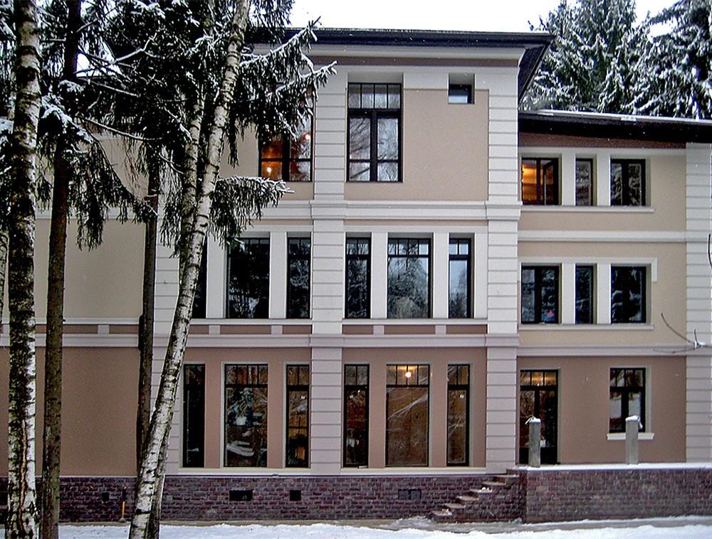 Фрагмент фасада дома в Московской области классического стиля