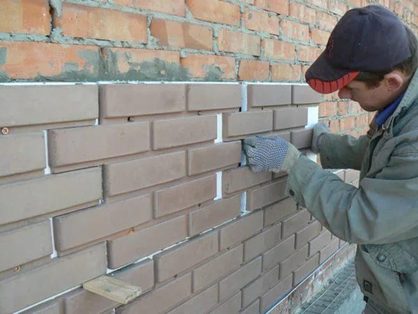 Монтаж фасадных панелей на клей с дополнительным креплением дюбель-гвоздями