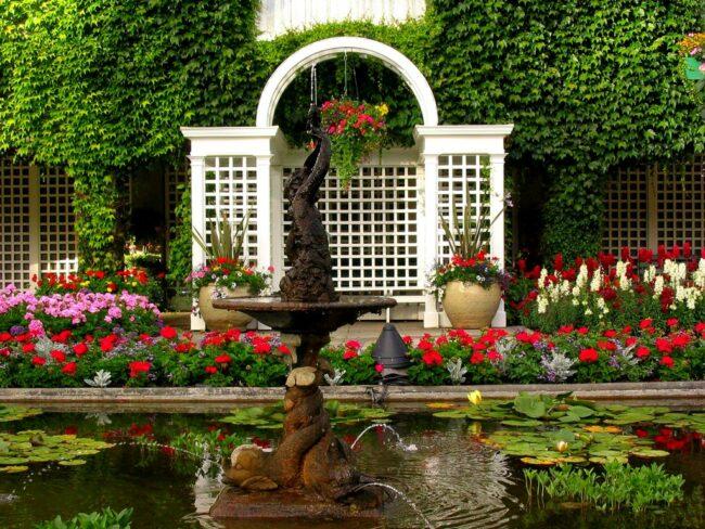 Бассейн и беседка в итальянском саду