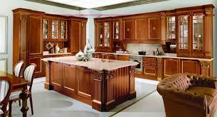 Особенности кухонных гарнитуров из массива