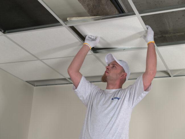 Установка плит в потолок Армстронг