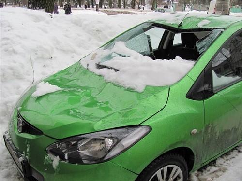 последствия падение снега с кровли на автомобиль