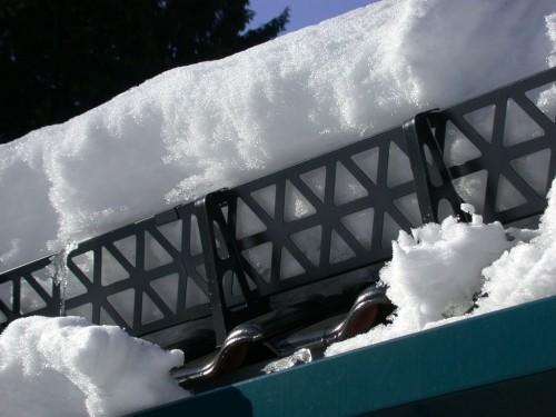 решетчатые снегозадержатели на металлочерепице