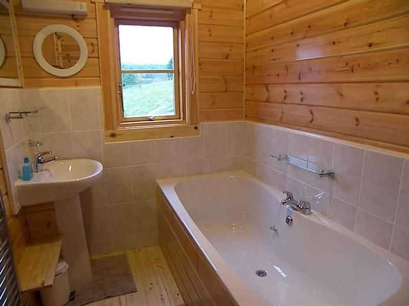 Если вы решили пристроить ванную комнату не забудьте про подвод воды и канализации