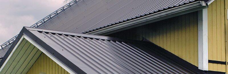 Покрываем крышу профнастилом — недорогой материал для кровли
