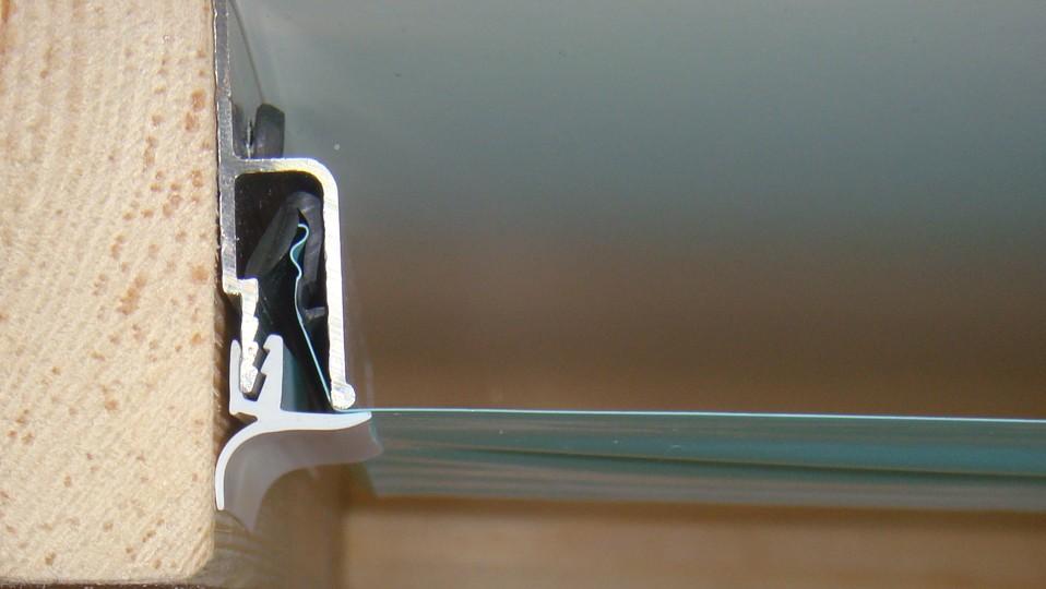 монтаж вставки в алюминиевый профиль