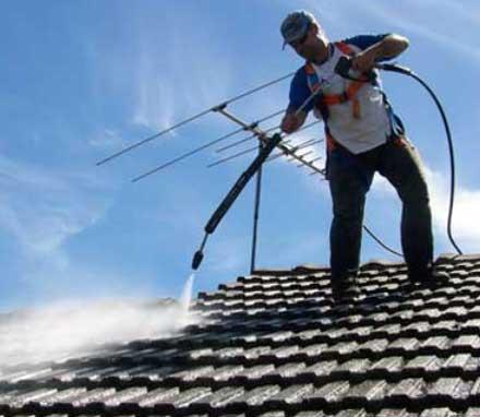 чистка крыши моющими растворами