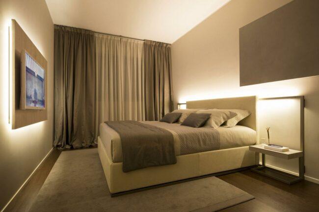 Мягкий свет в спальне