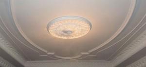 Белый гипсовый потолок