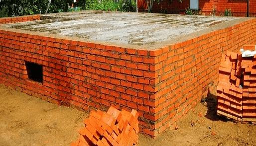 Фундамент из красного глиняного кирпича