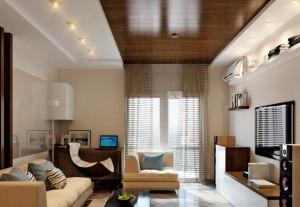 Ламинат на потолке в гостиной