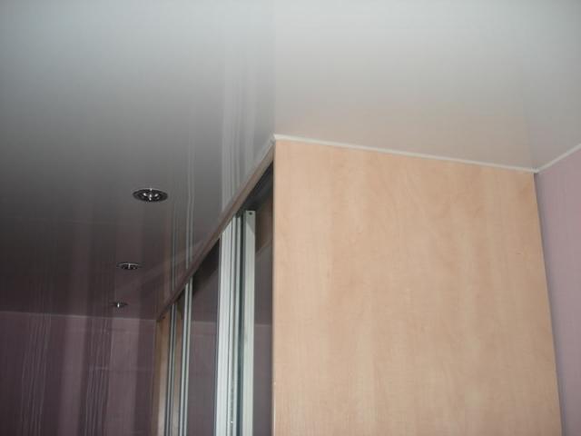Натяжной потолок и шкаф 60 см