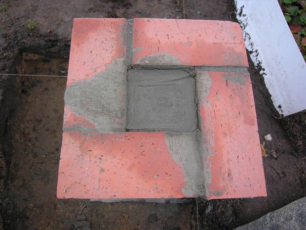 финальная заливка пустот в столбатом фундаменте из кирпича