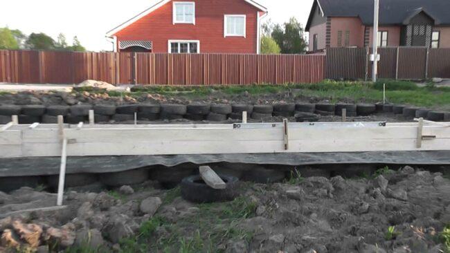 строим дом на фундаменте из покрышек