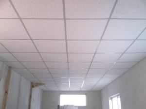 Белый потолок Армстронг