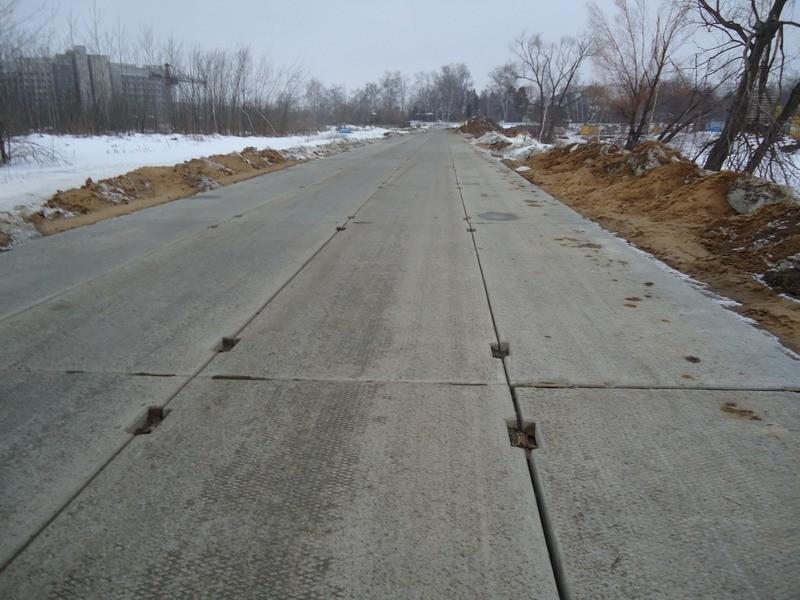 Дорога, вымощенная железобетонными плитами