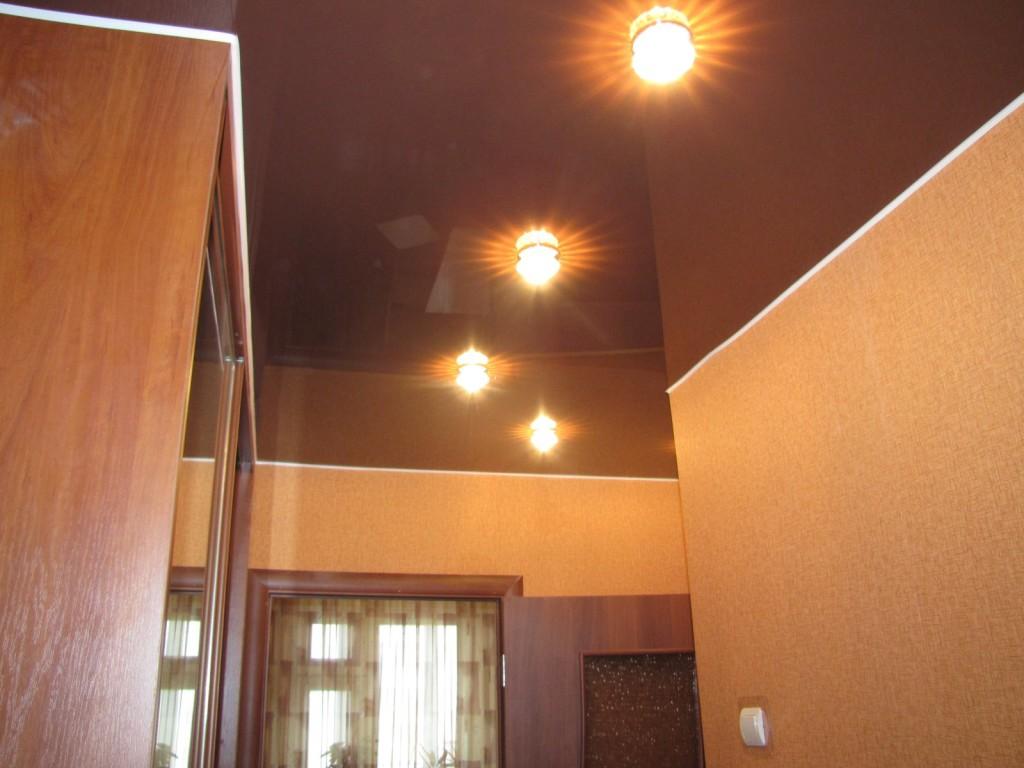 Натяжной потолок с подсветкой в коридоре