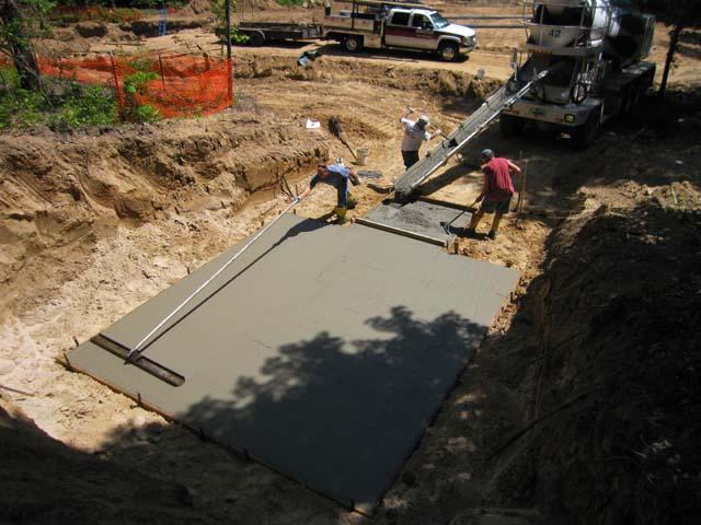 Этап 1 - заливки бетонного основания - выравнивание