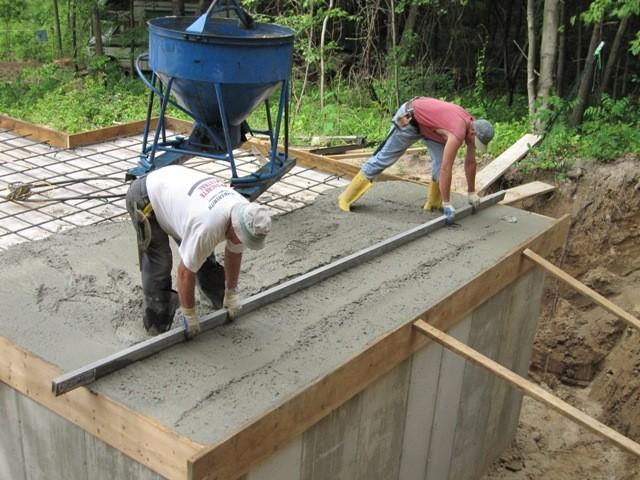 Этап 3 - выравнивание перекрытия бетоном