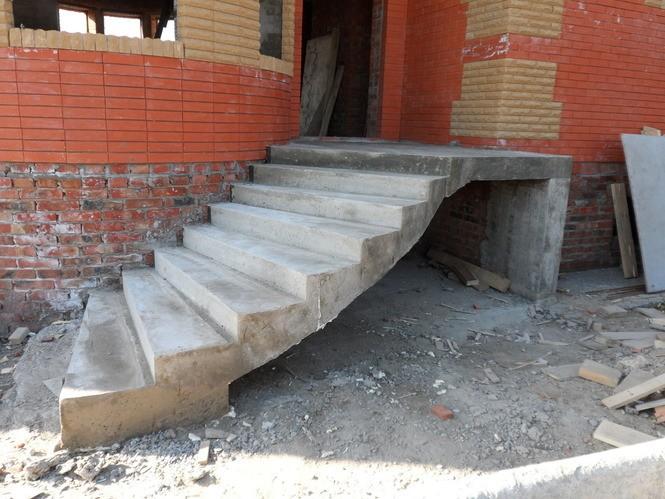 Лестничный марш из бетона