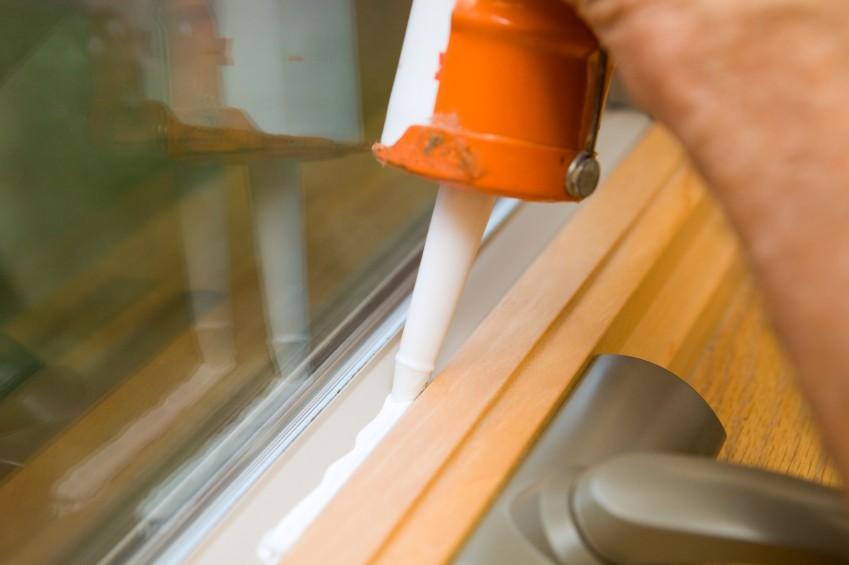 Нанесение герметика на обрабатываемую поверхность