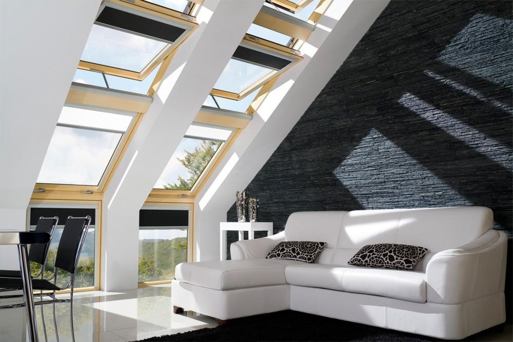 Комната с мансардными окнами