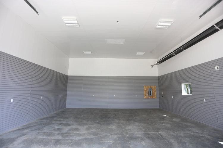 отделка стен в гараже пластиковыми панелями