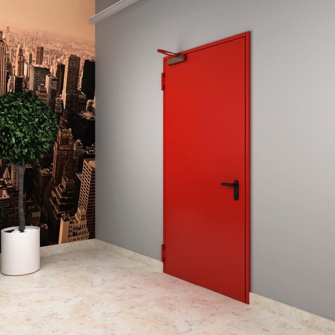 красная противопожарная дверь