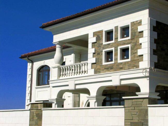 Отделка фасада дагестанским камнем