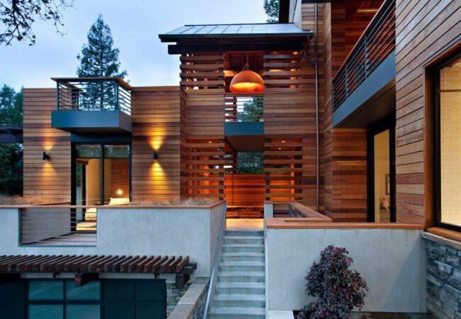 Дом отделанный деревом
