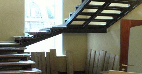Разновидности лестниц на металлокаркасе