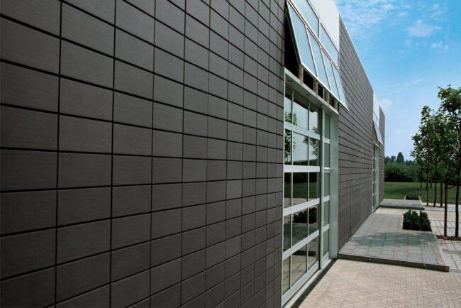 Отделка фасада сайдинговыми панелями