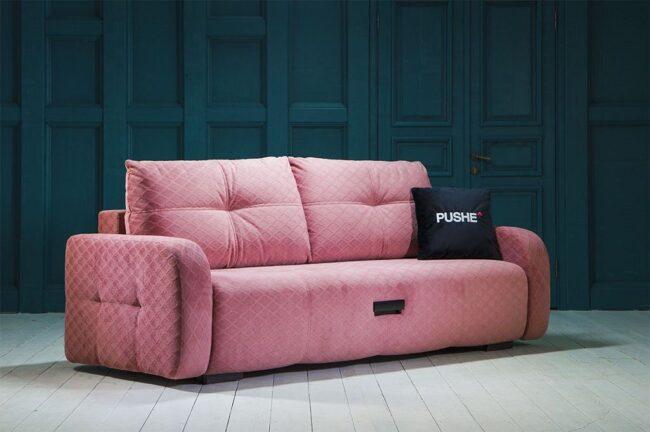 диван кораллово-розового цвета